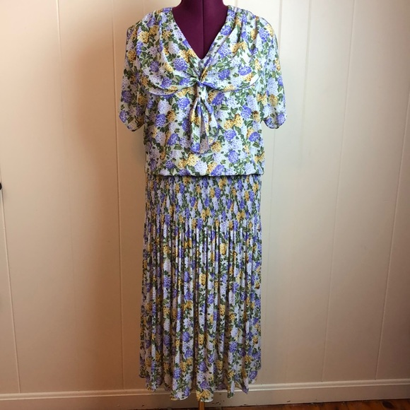 Vintage Dresses & Skirts - Vintage 80s/90s Multicolored Floral Print Dress